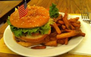 74005-obamac-burger-le-coffee-parisien